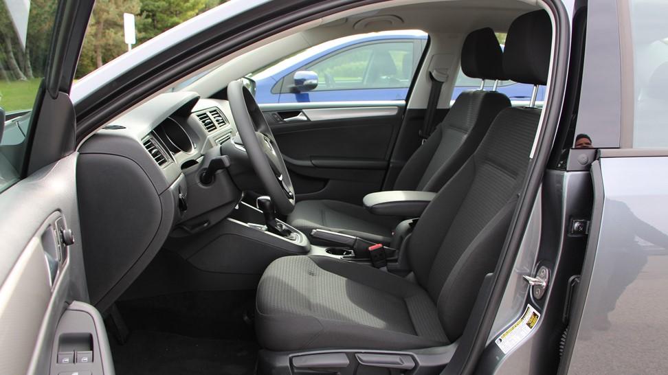 2016-Volkswagen-Jetta-SE-1.4-Turbo-018