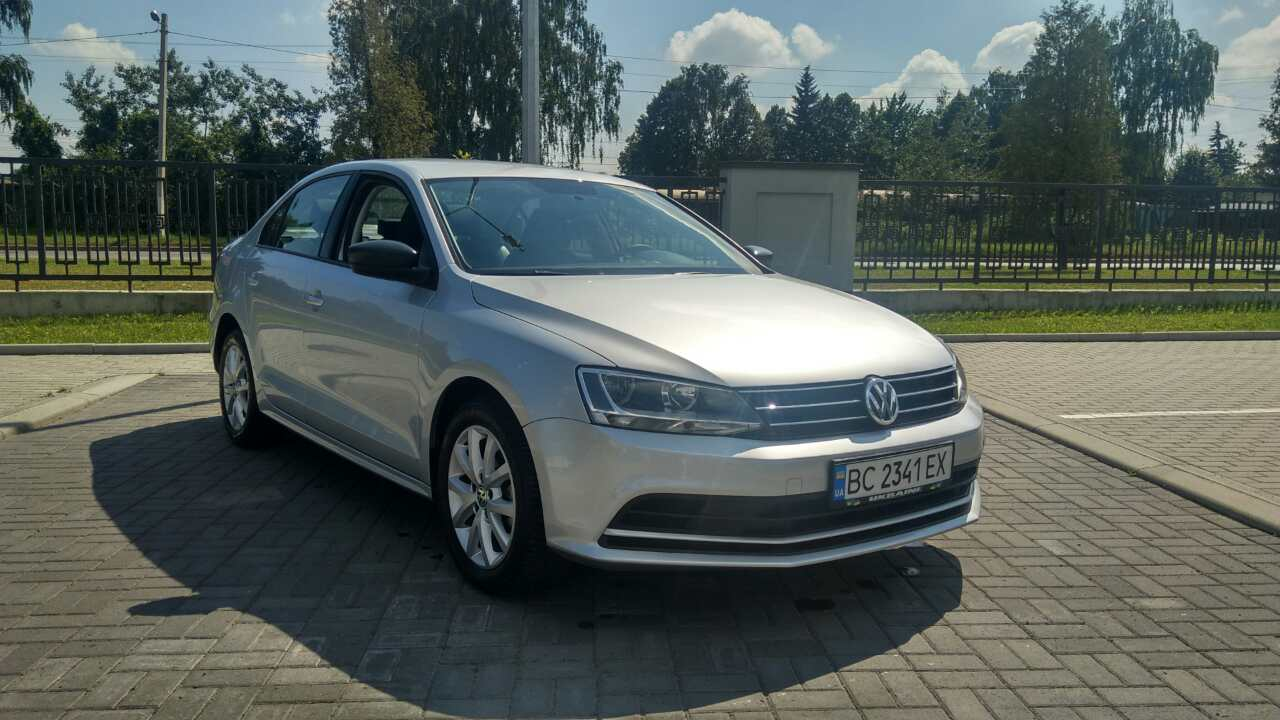 2015-Volkswagen-Jetta-1.8-Turbo-Grey-(1)-007
