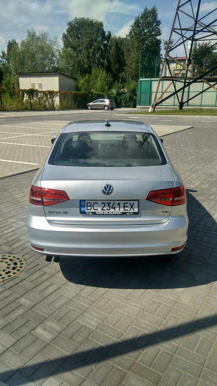 2015-Volkswagen-Jetta-1.8-Turbo-Grey-(1)-016