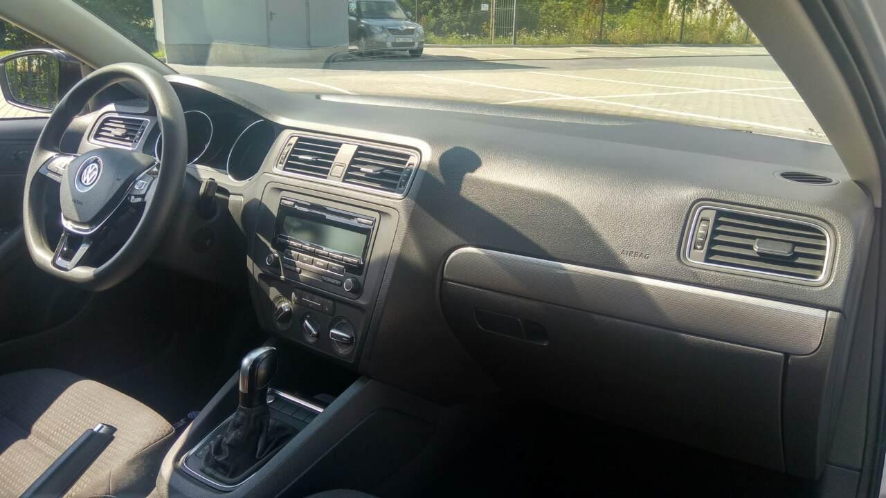 2015-Volkswagen-Jetta-1.8-Turbo-Grey-(1)-020