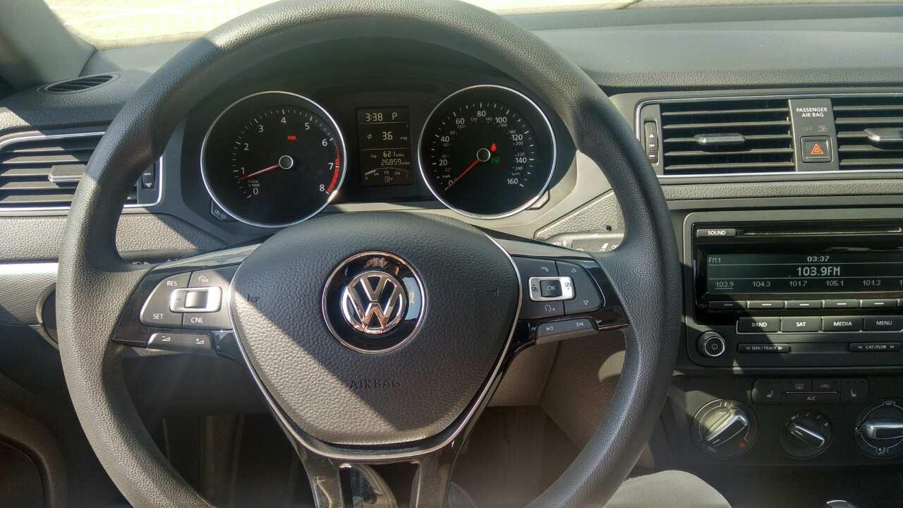 2015-Volkswagen-Jetta-1.8-Turbo-Grey-(1)-021