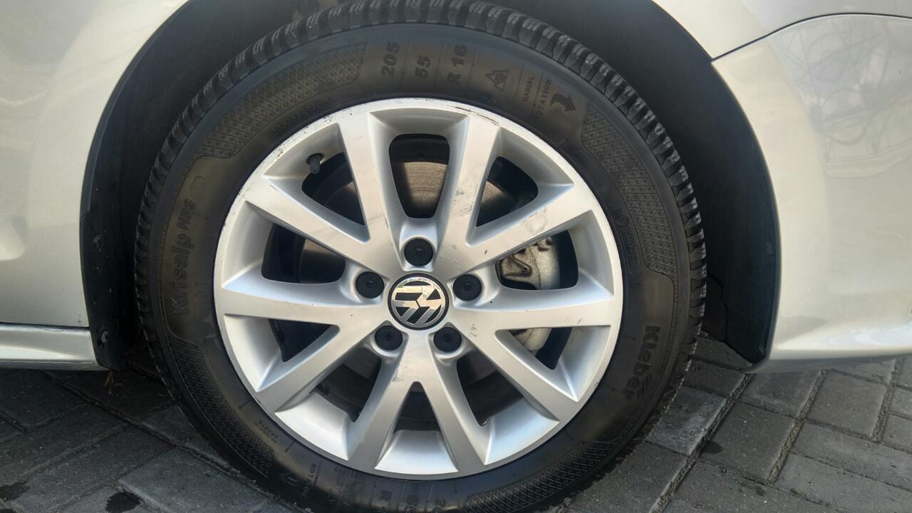 2015-Volkswagen-Jetta-1.8-Turbo-Grey-(1)-035