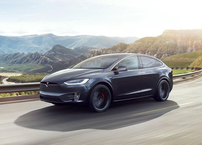 Tesla Model X: маркетинг чи технологічний прогрес?