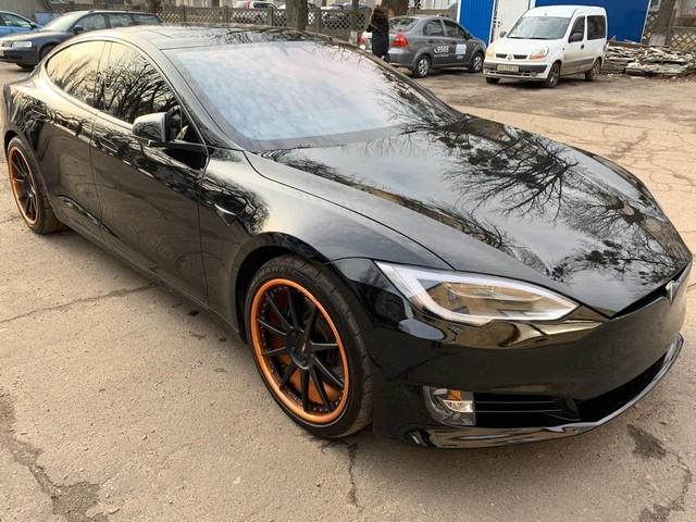 Tesla S 90D 2017